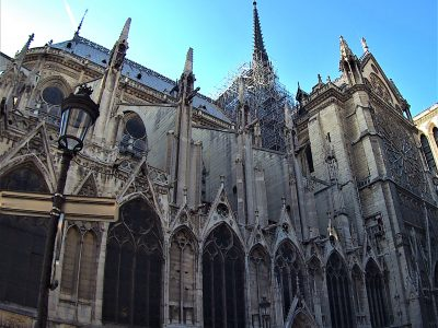 La facciata laterale sinistra di Notre-Dame de Paris