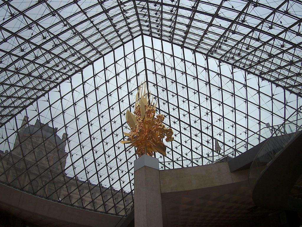 Piramide di vetro