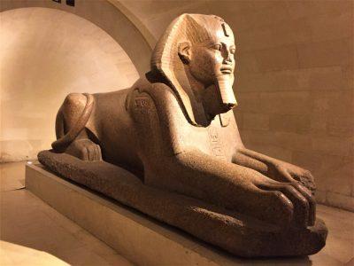 La sfinge del museo del Louvre a Parigi