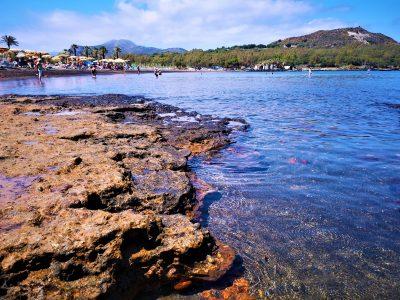 La spiaggia scogliosa di Vulcano