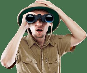 Uomo con binocolo
